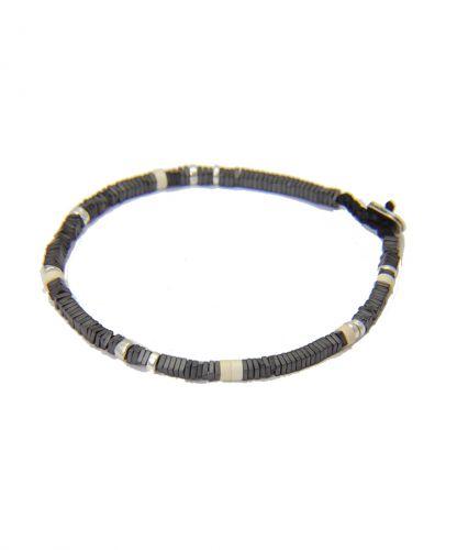 צמיד אלסטי של אבנים שחורות וחרוזי ציפוי זהב 24 קראט
